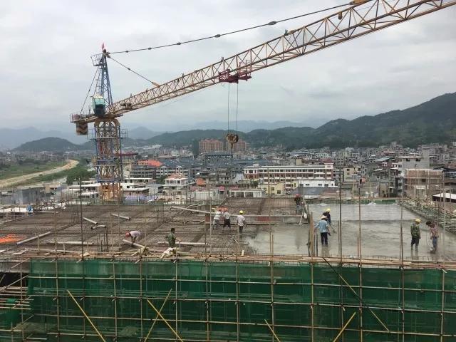 闽清县六都医院门诊医技综合楼封顶啦!