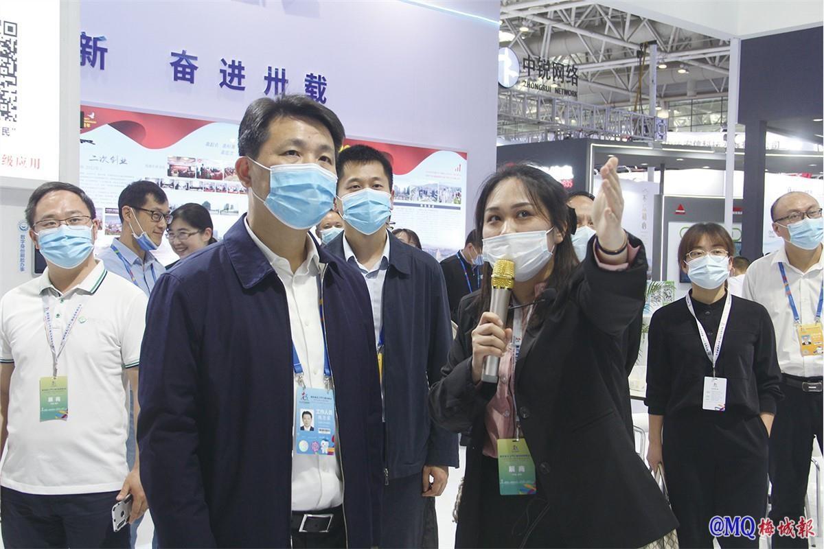 陈忠霖带队前往数字峰会参加巡馆活动